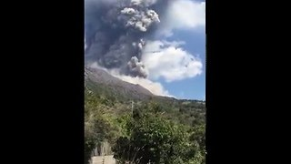 Sakurajima Volcano on Japan's Kyushu Island Erupts - Video