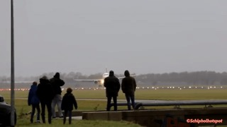 Passenger Jet Aborts Landing Amid Heavy Crosswinds at Schiphol Airport - Video