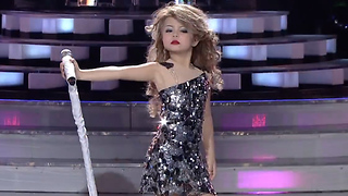 This 7-Year-Old is the Perfect Taylor Swift Impersonator - Video
