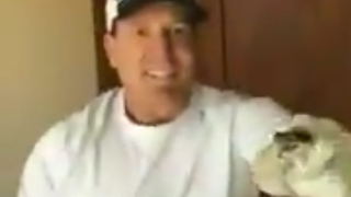 Hockey Legend Jeremy Roenick Catches a Rattlesnake Using Golf Clubs! - Video