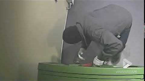 Criminal blows up ATM to steal money
