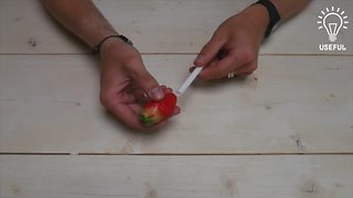How to remove strawberry stems without cutting them - Video