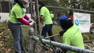 Christmas in October volunteers repair KC homes - Video