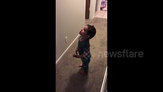 Adorable toddler thinks family's smoke detector is Amazon Alexa - Video