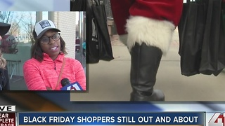 Black Friday shoppers still shopping in the afternoon - Video