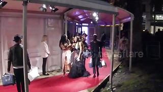 Winnie Harlow trips on Glamour Awards red carpet - Video