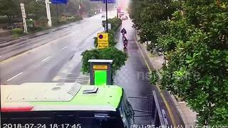 Passenger narrowly escapes death after bus smashes into stop - Video