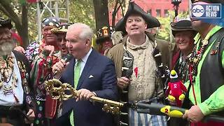 Gasparilla pirates invade Tampa, take Mayor Bob Buckhorn hostage ahead of annual pirate fest - Video