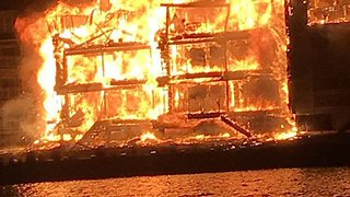 Huge Fire Rips Through Waterfront Homes in Perryville, Maryland - Video