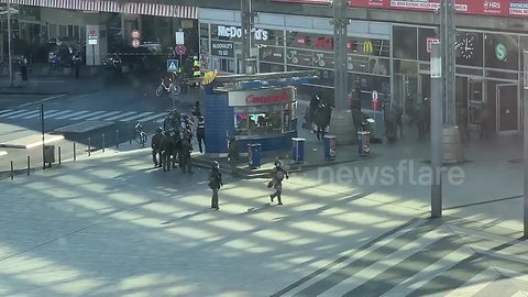 Armed police diffuse hostage situation at Cologne train station