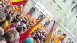 Supporters of Spanish Unity Gather in Barcelona Square Before Catalan Referendum - Video