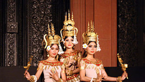 Realife of my APSARA dancers look miserable during their Performance in Cambodia
