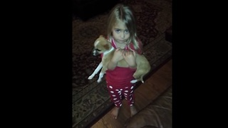 3-year-old girl debates with dad about lost puppy - Video