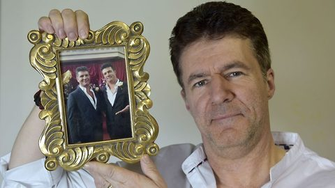 Look-cowell-like! Granddad looks so much like Simon Cowell that he's stopped for selfies wherever he goes