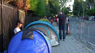 Federer fans begin queueing up for Wimbledon — three days early - Video
