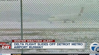 Plan off runway at Metro Airport - Video