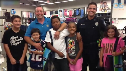 Cops Stop And Shop With Kids In Need