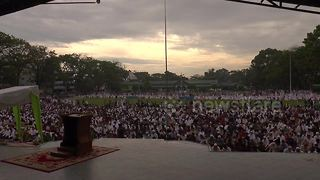 Time-lapse video captures crowd gathering and leaving for Eid al-Fitr prayer - Video