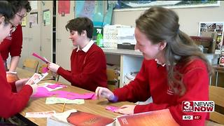 Community makes valentines for senior citizens - Video