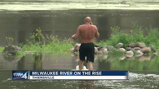 Thiensville preps for flooding around Milwaukee River - Video