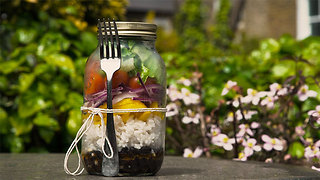 Rice and black bean jar salad - Video