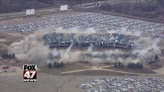 2nd blast brings down upper section of Pontiac Silverdome - Video