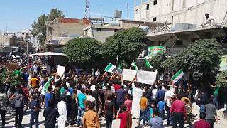 Anti-Assad protesters sweep through Syrian town - Video
