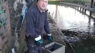 Magnet Fishermen Pull Out Safe From Leicester River - Video