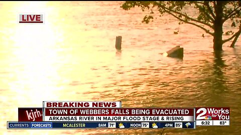 Town of Webbers Falls being evacuated