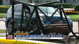 Man killed while waiting at the bus stop - Video