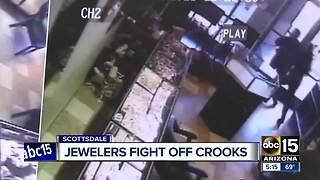 Owner of Scottsdale jewelry store fights back during robbery - Video