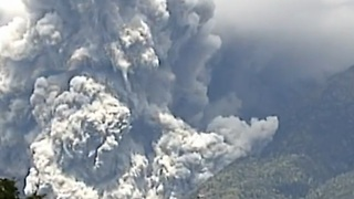 Raw footage of Mount Ontake volcano eruption
