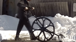 Shoveling Snow Is A Breeze With This Shovel Invention - Video