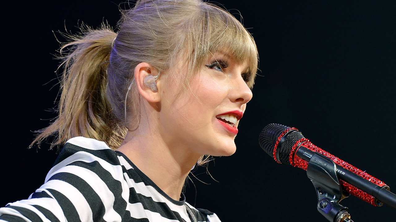 Taylor Swift RETURNING to Country Music ROOTS?!
