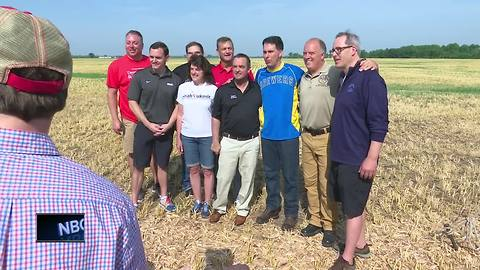Governor Walker visits De Pere farm