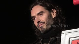Russell Brand turns on Christmas lights in Marlow, Bucks - Video