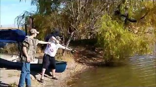 Slingbow fishing leads to lunch time for gator - Video