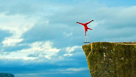 Balancing Artist Performs One-Armed Handstand Stunt Over 2,000 Feet Drop