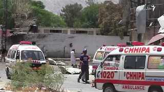 Police Officers Among Dead in Car Bomb Blast in Quetta - Video