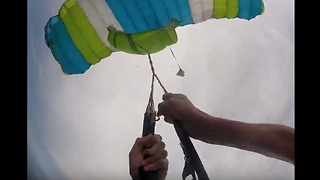 Skydiver Loses Parachute During Flight - Video