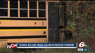 13 students hurt following crash between school bus and a small truck - Video