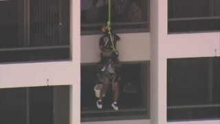 SOCIAL VID: Window washer rescue in North Palm Beach
