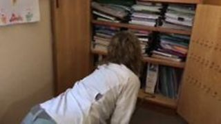 Teachers Fend Off Brown Snake in Staffroom - Video