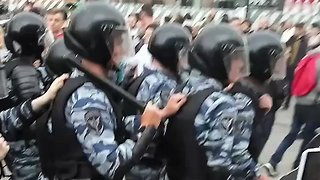 Heavy Police Presence and Large Number of Arrests in Moscow on Day of Protests - Video