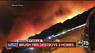 Dudleyville brush fire destroys 3 homes - Video