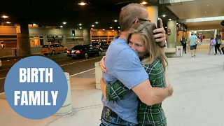 Sweet moment adopted woman hugs her biological dad who never knew she existed