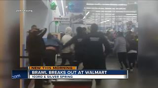 Brawl breaks out at Milwaukee Walmart - Video