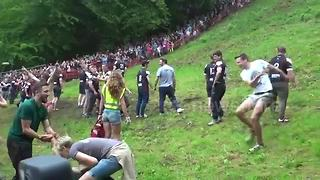 Cheese rolling gets underway in Gloucestershire, UK