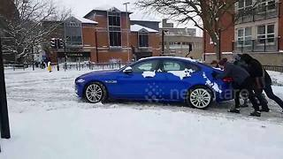 Motorists stuck as snow causes havoc in Lincolnshire - Video