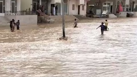 Downpours in Oman as Cyclone Approaches